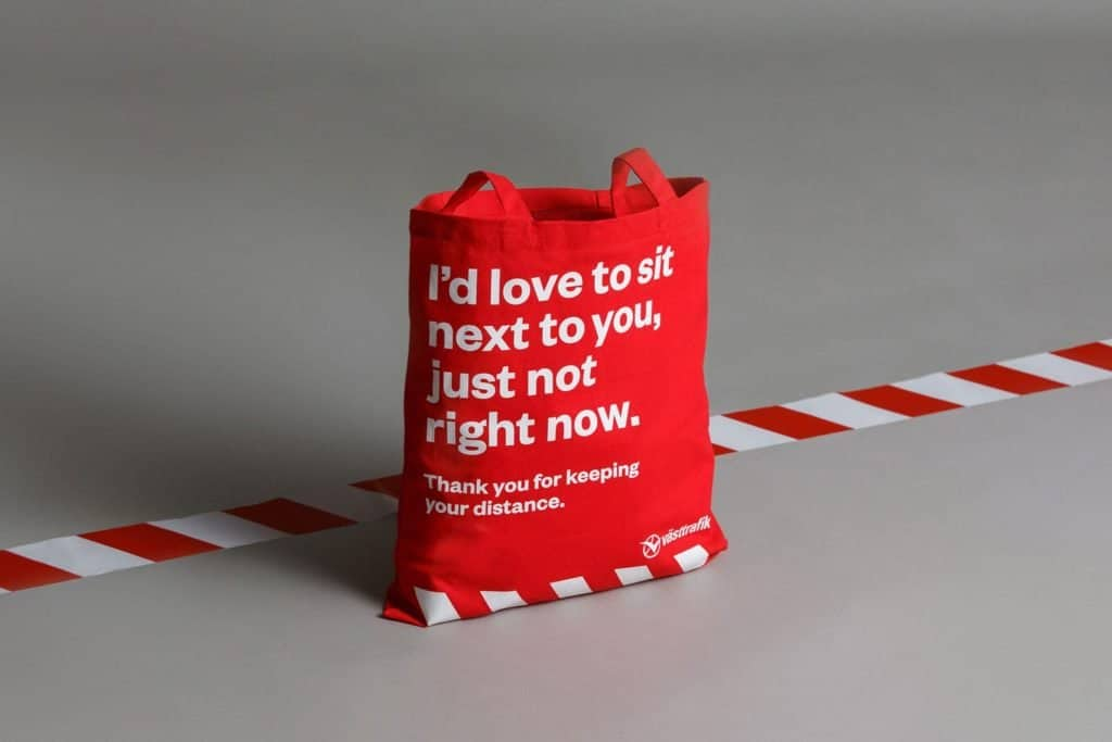 Diseñan en Suecia una bolsa para ayudar a pasajeros a mantener la distancia social en el transporte público