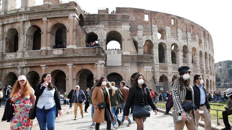 Italia impone el uso obligatorio de tapabocas al aire libre ante el aumento de casos de COVID-19