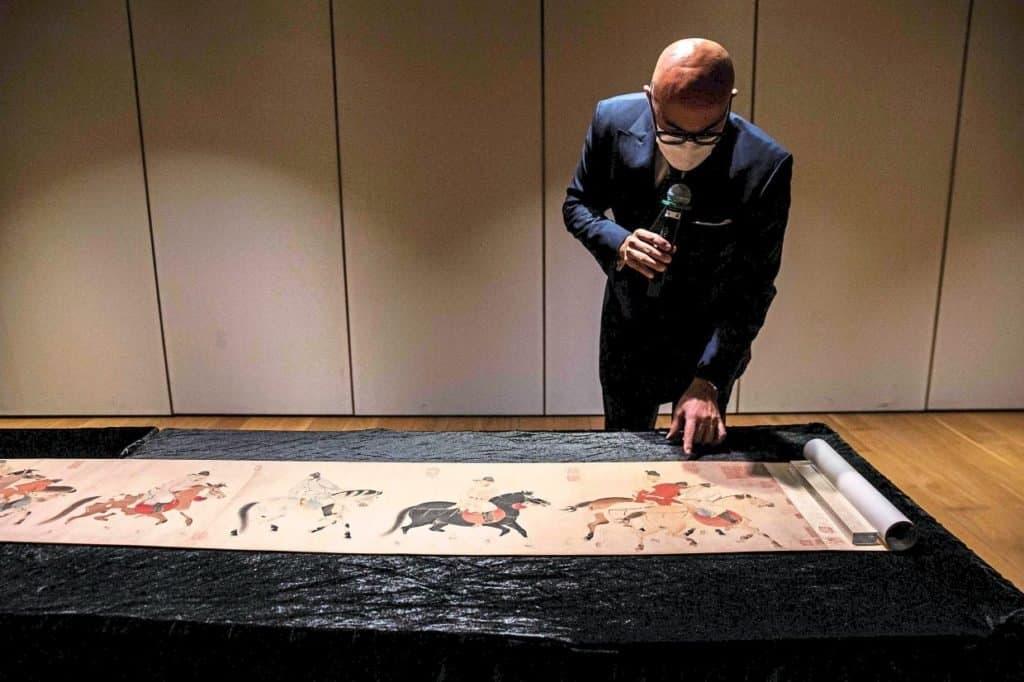 Subastaron un pergamino chino de 700 años por más de 41 millones de dólares en Hong Kong