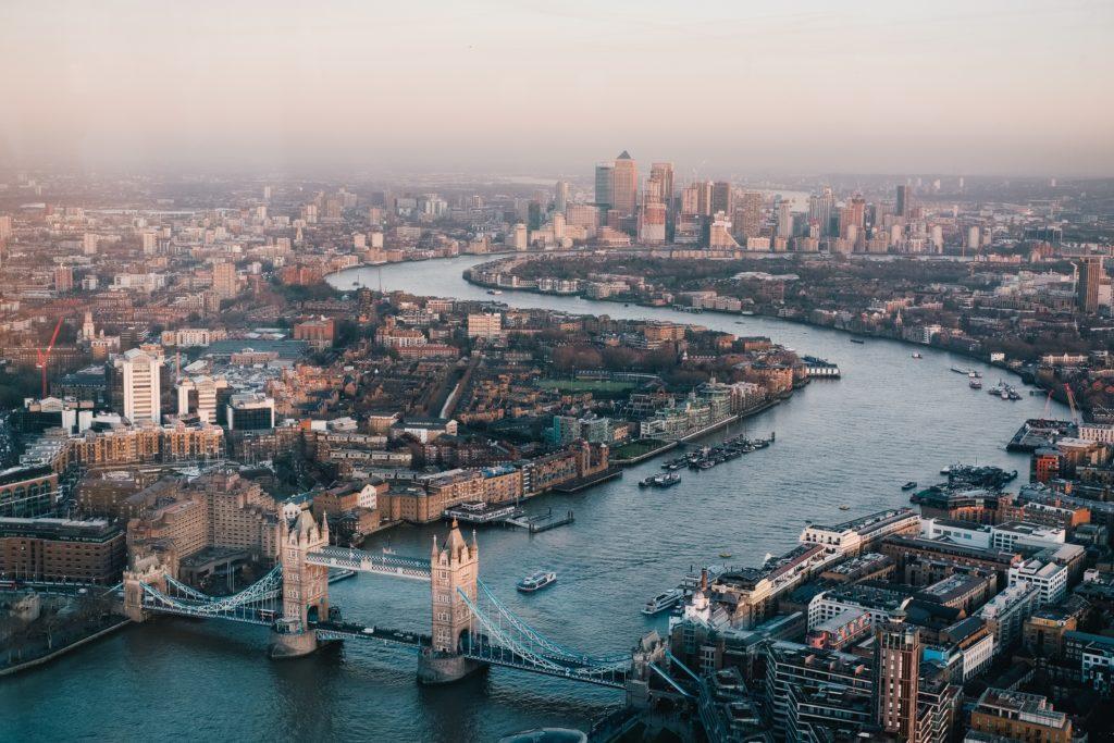 Planean abrir un corredor aéreo entre Londres y Nueva York a partir de Noviembre