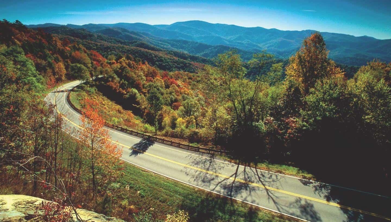 Estados Unidos: Tennessee cuenta con miradores para que turistas con daltonismo puedan observar el follaje otoñal