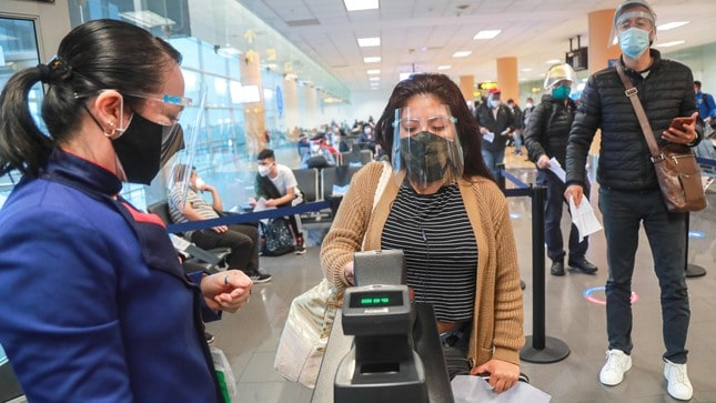 Perú habilitó algunos vuelos internacionales con estricto protocolo