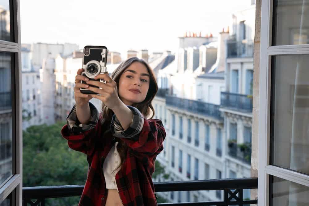 """Tras los pasos de """"Emily in Paris"""": estos son los sitios que alucinan a todos los espectadores de la serie"""
