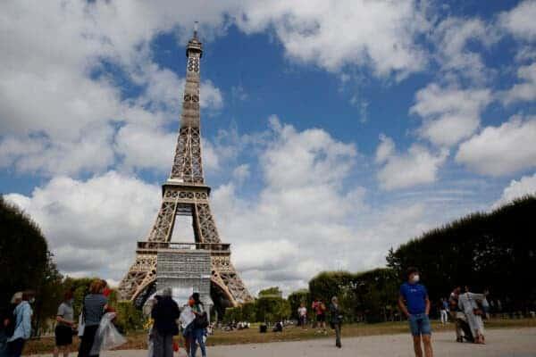 Francia impone toque de queda en París, Lyon, Toulouse y otras 6 ciudades ante el aumento de contagios de coronavirus