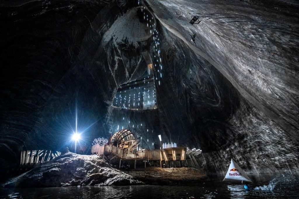 Registraron el primer clavado de la historia en una de las minas de sal más antiguas del mundo