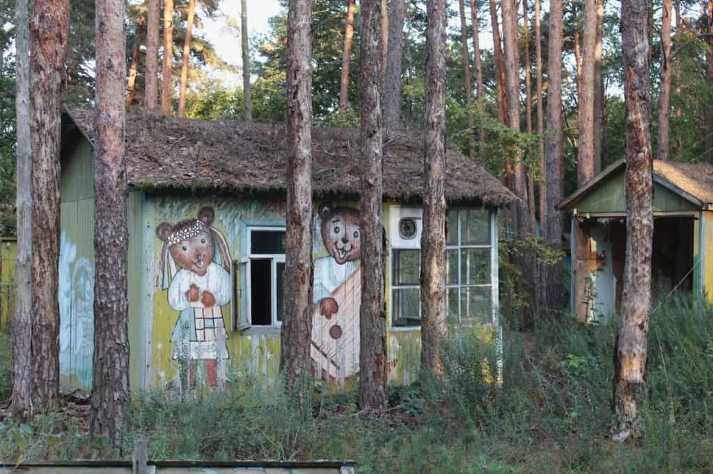 imagen Chernobyl Small cabins in the woods in the Chernobyl exclusion zone