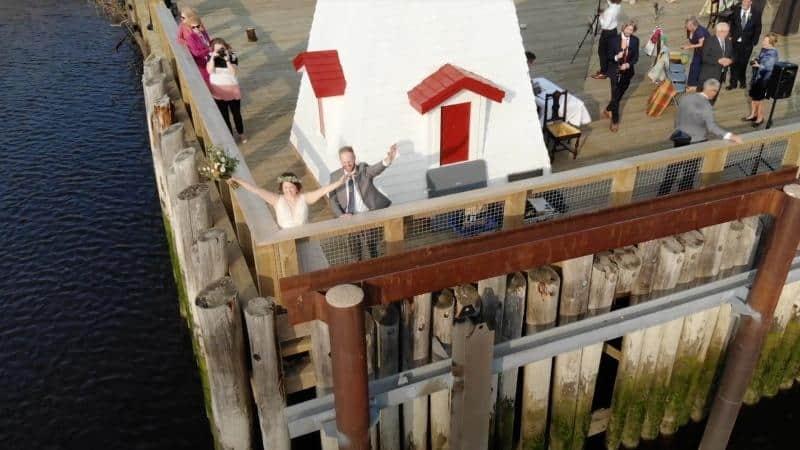 Se casaron en la frontera entre Estados Unidos y Canadá para que familiares a ambos lados puedan asistir a la ceremonia