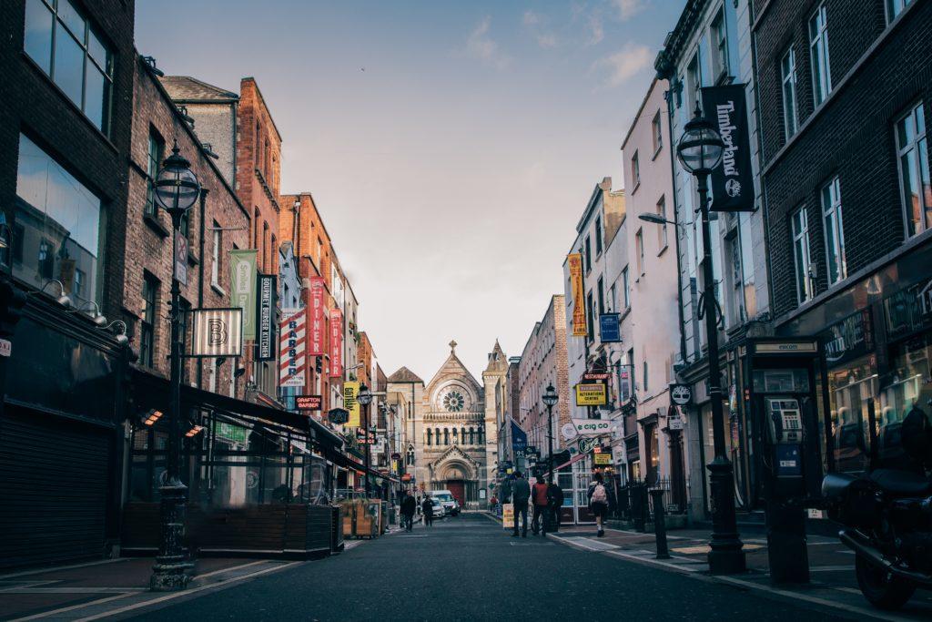 Irlanda: el país tomó medidas más estrictas para frenar la propagación de COVID-19 y se mantendrán por 6 semanas