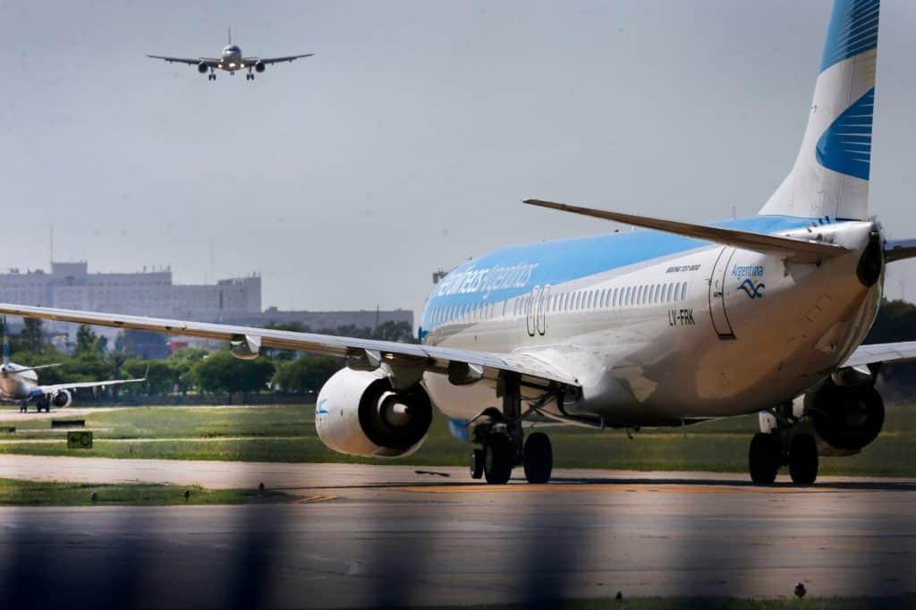 Argentina reanuda desde hoy sus vuelos de cabotaje, tras siete meses de inactividad aérea