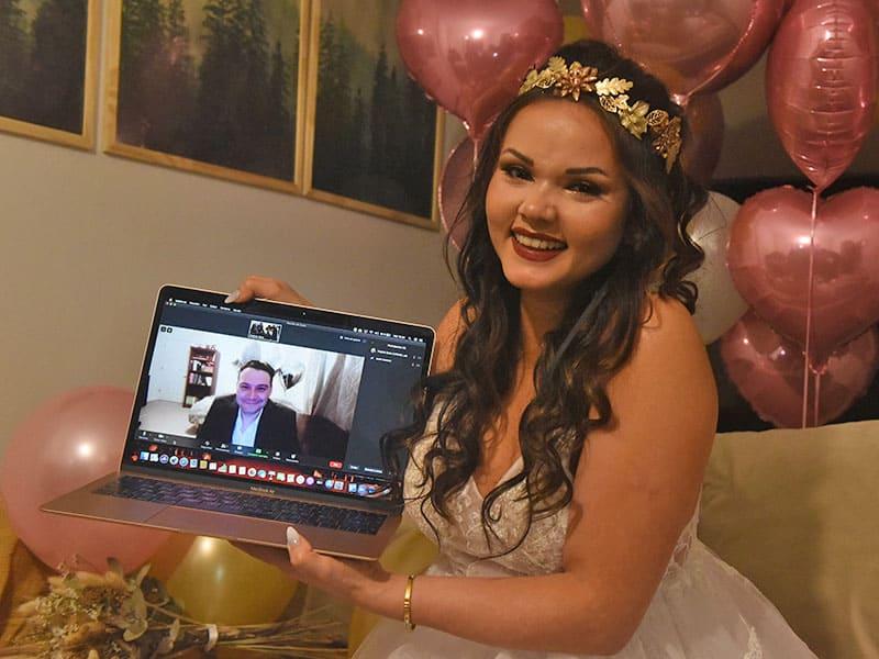 Se celebró la primera boda virtual binacional por la pandemia: ella estaba desde Rosario y él desde Nueva York