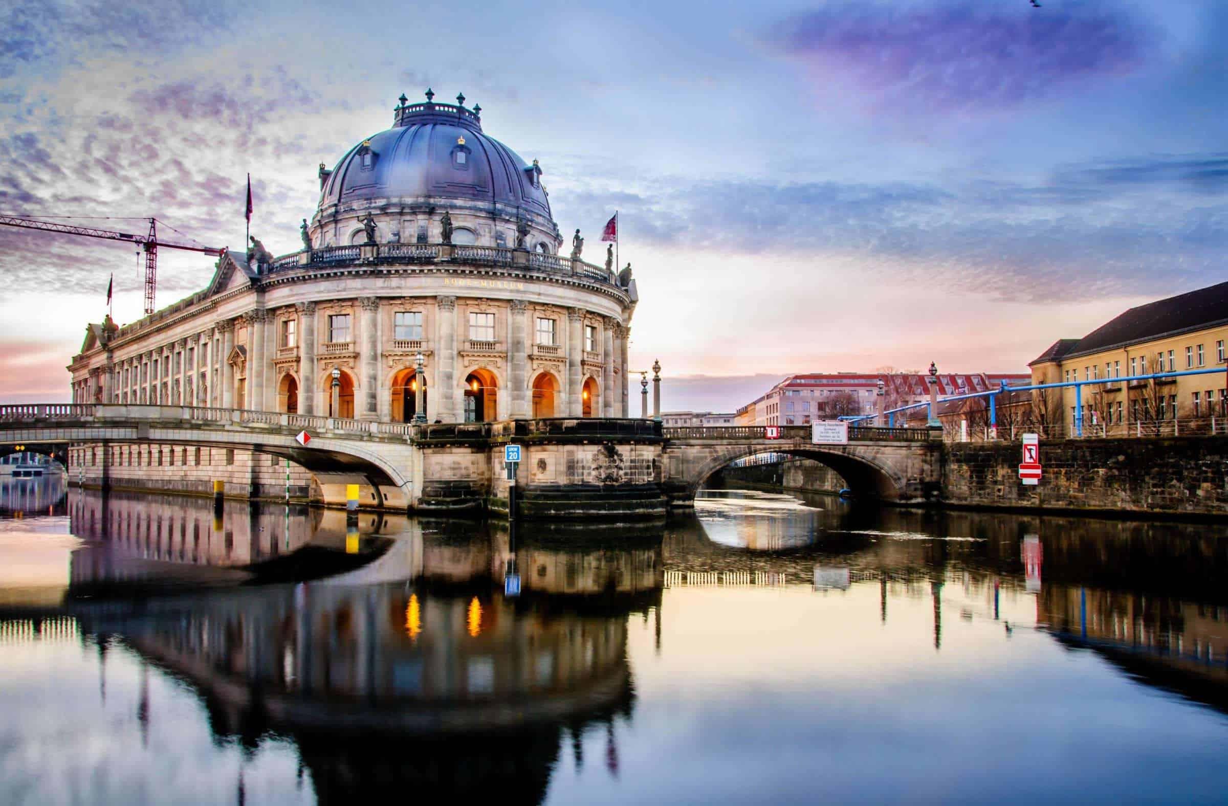 Alemania: vandalizaron alrededor de 70 piezas en 3 galerías de la Isla de los Museos de Berlín