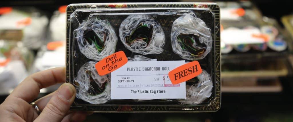 The Plastic Bag Store: Una Muestra Que Simula Ser Un Almacén Pero Está Completamente Hecha De Plástico
