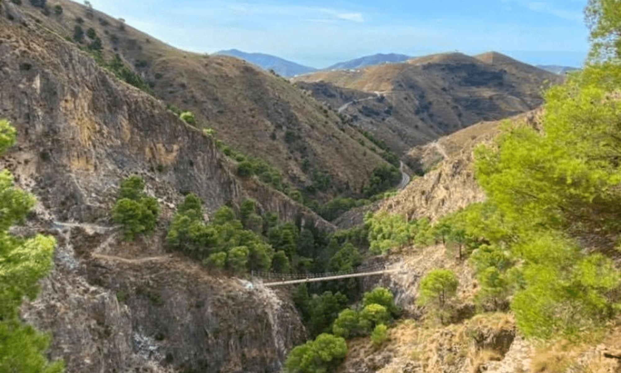 Málaga inaugura hoy uno de los puentes colgantes más grandes de España ubicado en un entorno natural 7