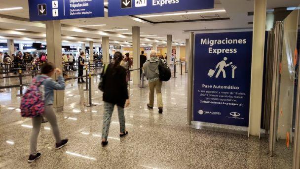 Argentina anuncia reapertura de fronteras a turistas de países limítrofes a partir de noviembre