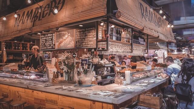 imagen Barcelona por menos de 10 euros pexels mihai vlasceanu 4624025 1 1