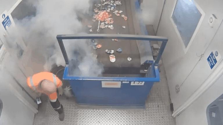 """Advierten que arrojar """"baterías zombies"""" a la basura están causando varios incendios"""