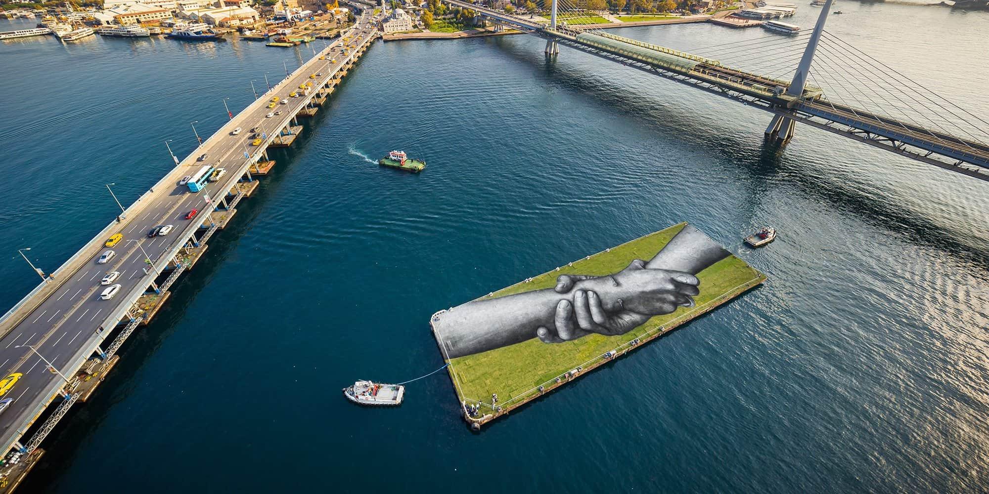 Beyond Walls: el proyecto de un artista que unió Europa y Asia con arte sobre césped