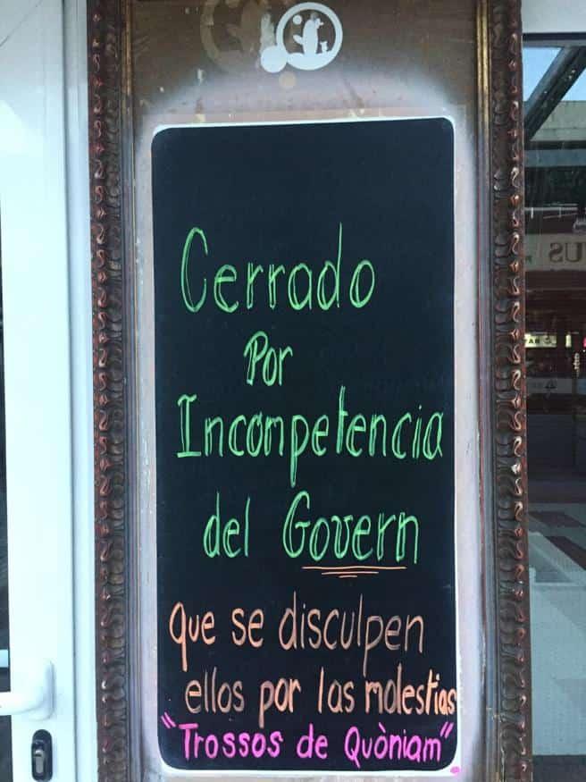 Bares y restaurantes de España lucen mensajes de humor y sarcasmo en pizarras ante un nuevo cierre por COVID-19