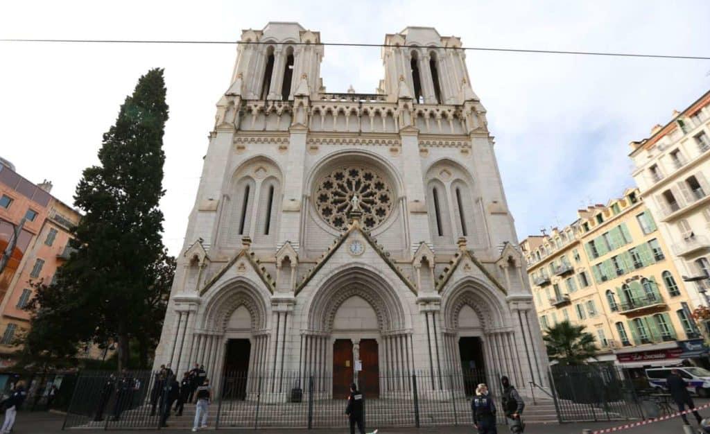 Francia: Un ataque terrorista en la basílica de Niza dejó tres muertos y gran conmoción entre los vecinos