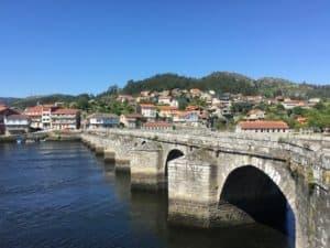 Santiago, Ames y Teo; para Ferrol, Narón, Fene y Neda; para A Coruña y Arteixo; para Pontevedra, Poio y Marín; y en los municipios de Vigo y de Lugo, así como para Vimianzo (A Coruña)