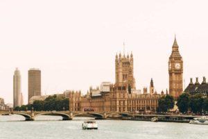 Una aerolínea estadounidense ofrecerá test de COVID-19 gratis para las personas que viajen hacia Londres