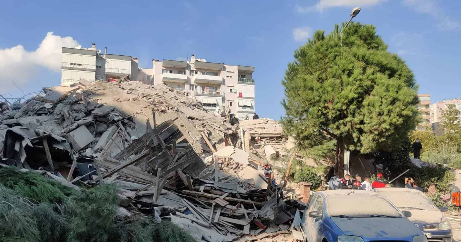 Terremoto en Grecia y Turquía: se registraron alrededor de 500 heridos y los rescatistas continúan trabajando