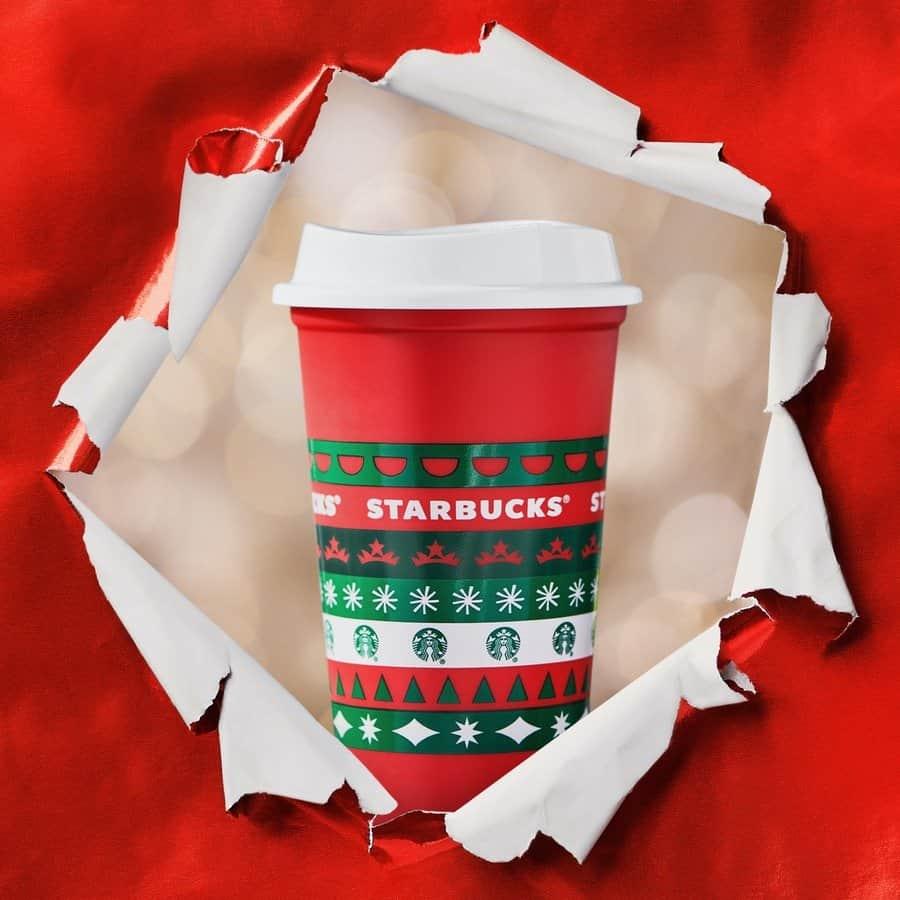imagen Starbucks Starbucks presento sus nuevos vasos con disenos en rojo y verde para celebrar la llegada de la proxima Navidad 4