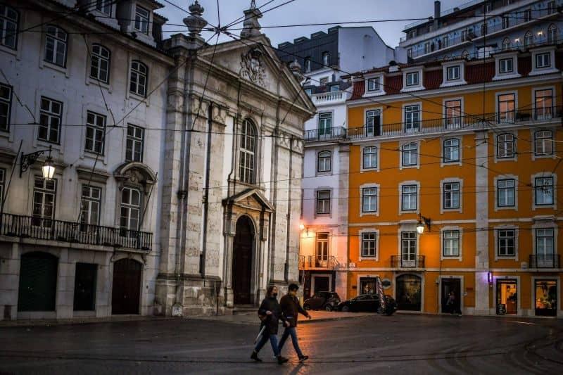 Portugal impone toques de queda en algunos municipios para intentar reducir la cantidad de contagios de COVID-19