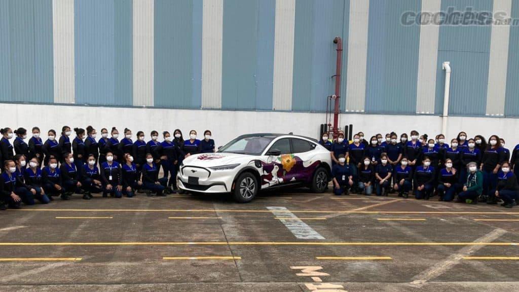 Imagen Mustang Mach-E Mustang Mach E Asi Es El Primer Vehiculo De Ford Ensamblado 100 Por Mujeres En Mexico