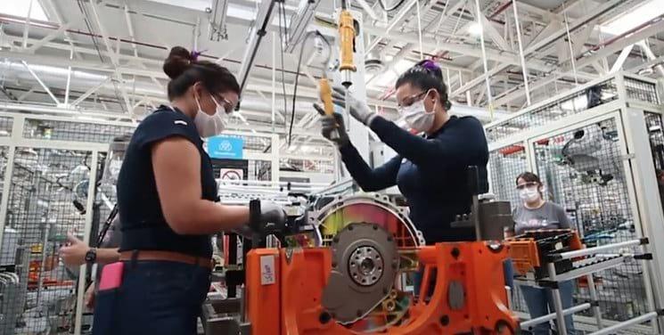 Imagen Mustang Mach-E Mustang Mach E Asi Es El Primer Vehiculo De Ford Ensamblado 100 Por Mujeres En Mexico 3