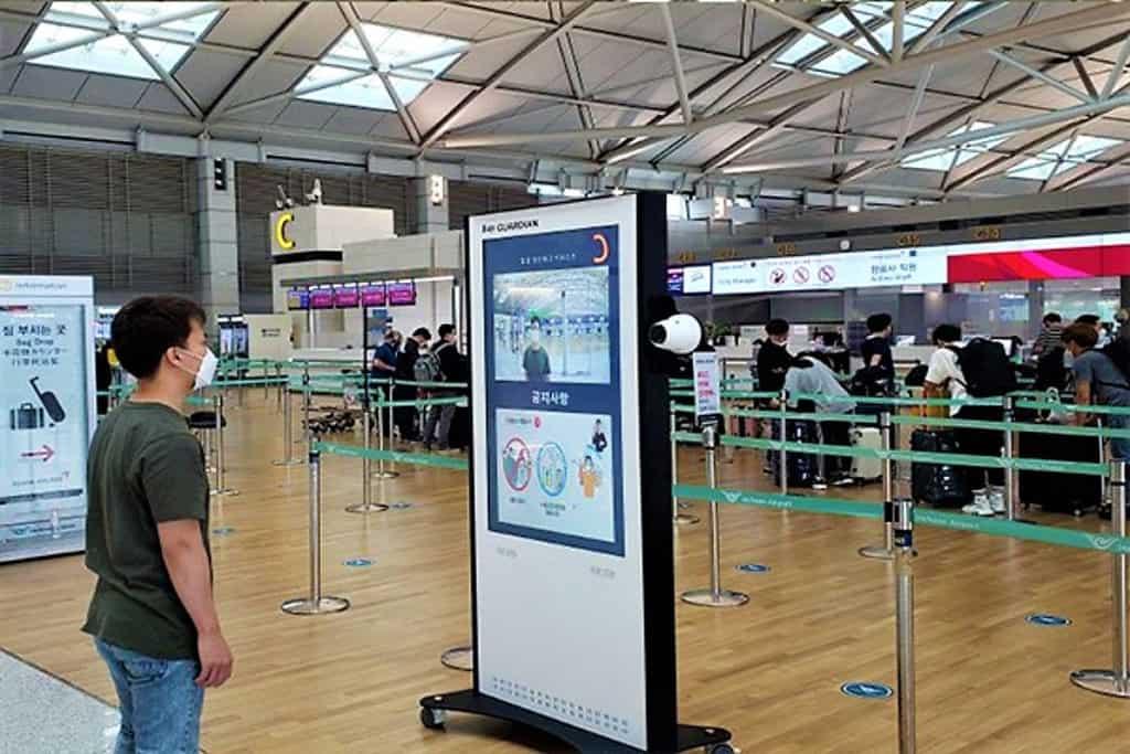 Corea del Sur: El Aeropuerto de Seúl Incheon estrena robots y quioscos de control de temperatura corporal sin necesidad de contacto personal