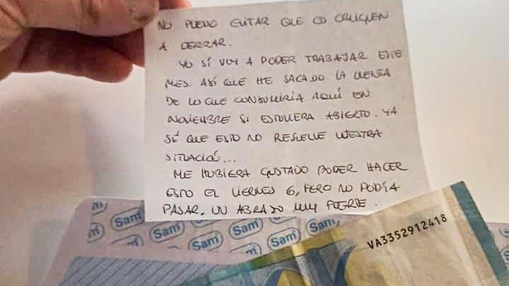 bar en Bilbao clientes ayudan a propietario de bar en bilbao