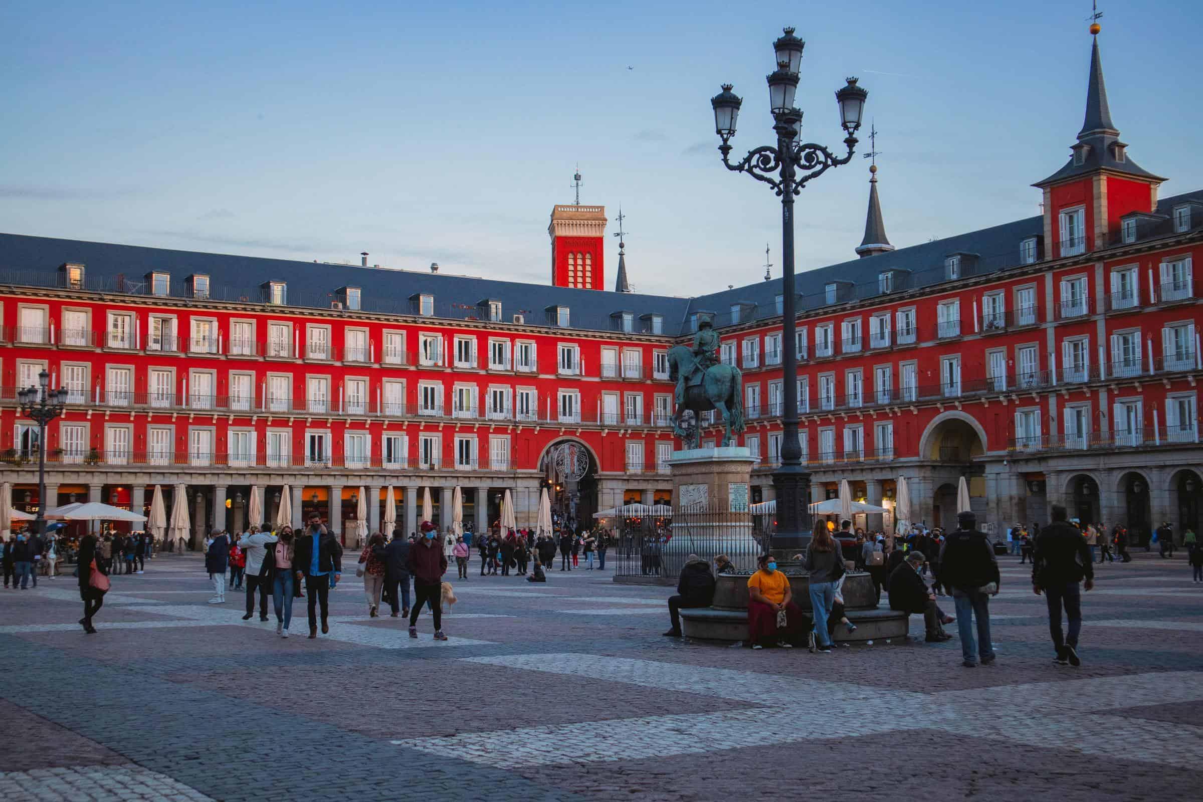 España anuncia nuevos requisitos para ingreso de visitantes
