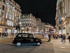 El Reino Unido planea prohibir la venta de automóviles que funcionen con combustibles fósiles a partir de 2030