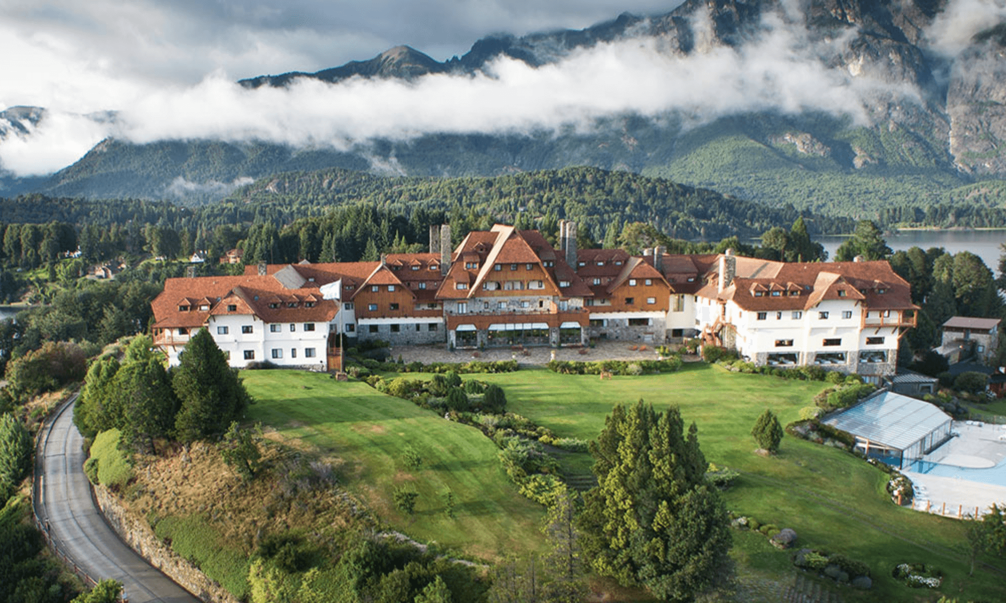 A partir de hoy reabre el hotel Llao Llao de Bariloche, una de las principales atracciones de la Patagonia argentina 1