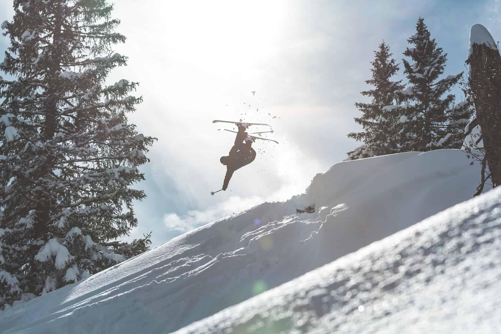 Una escuela de esquí en Suiza busca a una persona que quiera probar sus pistas