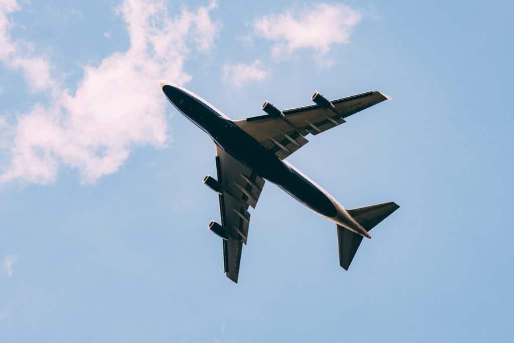 Nuevo estudio muestra que el 1% de la población mundial generó el 50% de las emisiones de carbono de los vuelos comerciales en 2018