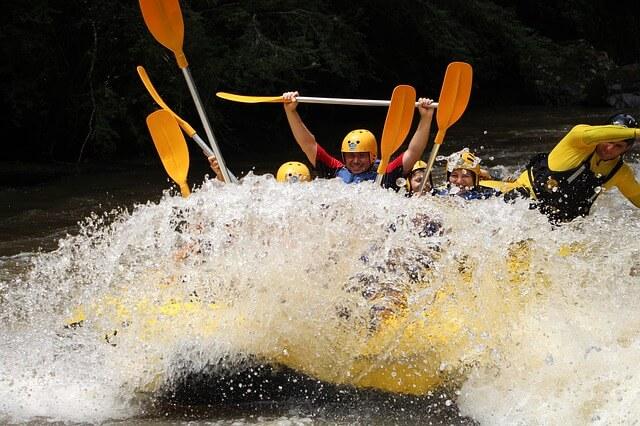 saltar al agua rafting 679694 640 1