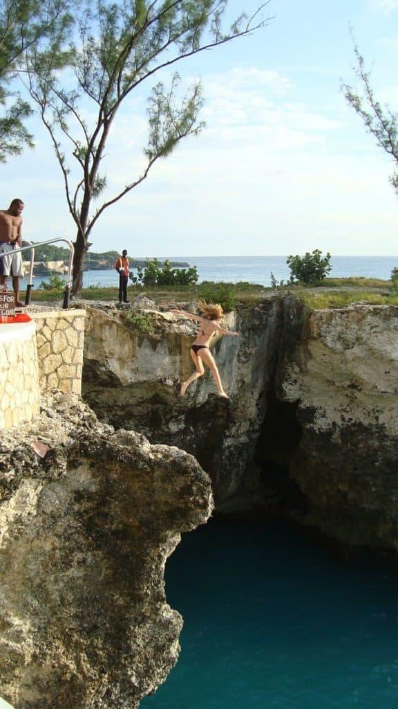 saltar al agua girl 367624 1280 1