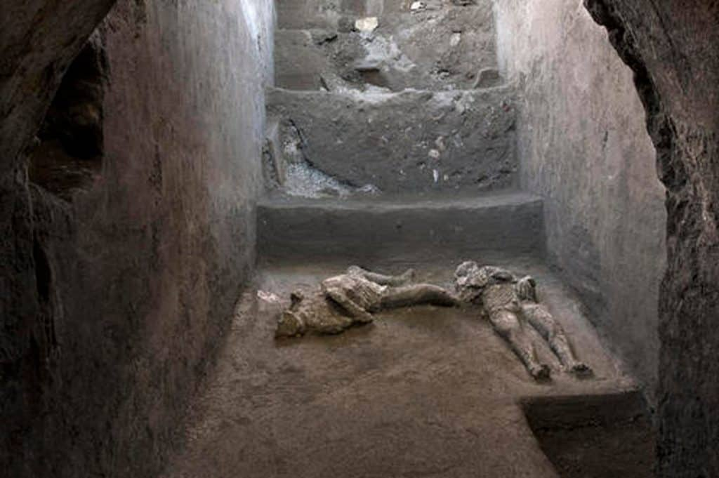 Italia: descubrieron restos de dos víctimas de la erupción del Monte Vesubio en las ruinas de Pompeya