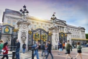 Inglaterra establece un nuevo sistema que incorpora un test de COVID-19 y disminuye la cuarentena obligatoria a 5 días