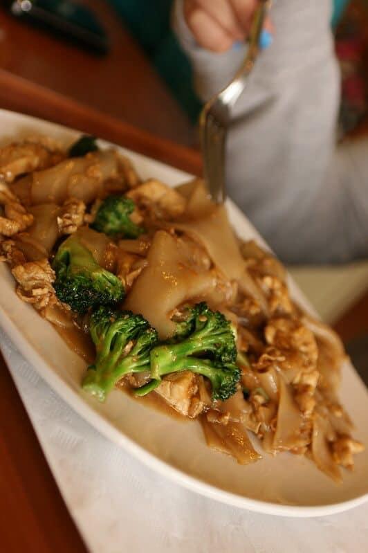 mejores platos de comida tailandesa Pad See Ew