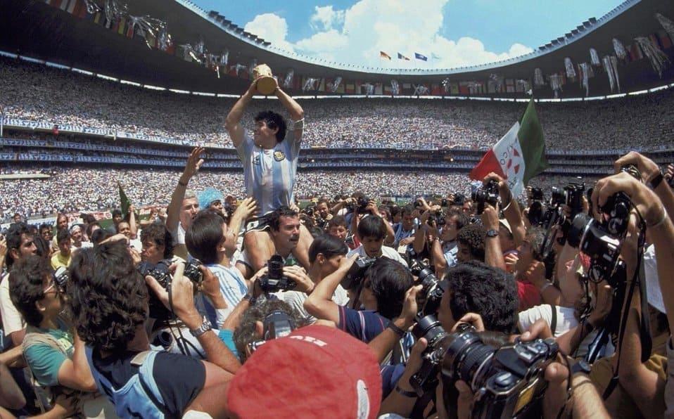 """Indiscutible gobernante de la pelota"": La emotiva carta de despedida a Diego Maradona de Emmanuel Macron, presidente de Francia"