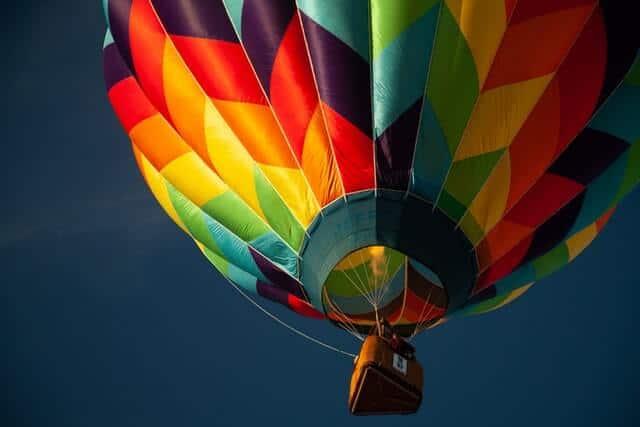 imagen volar en globo aerostático jesse gardner NqBI4MyamsI unsplash 1 1