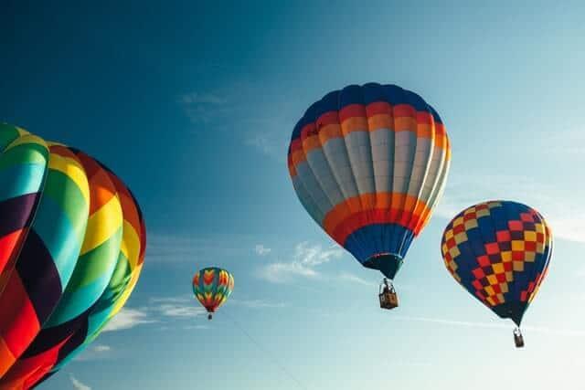 imagen volar en globo aerostático jesse gardner 0tKc9vaYUAw unsplash 1