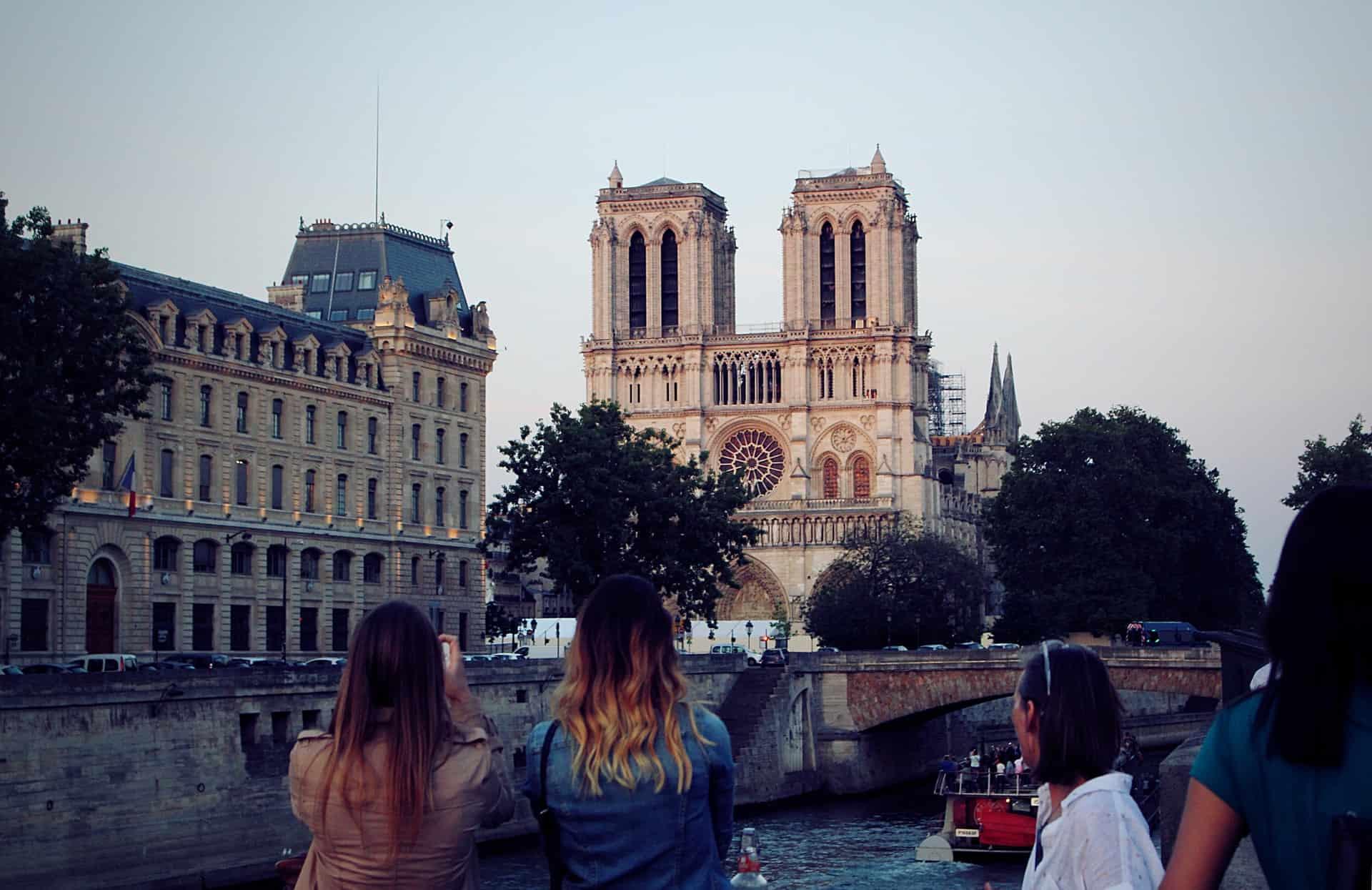 La renovación de Notre Dame continúa avanzando y ya removieron los andamiajes
