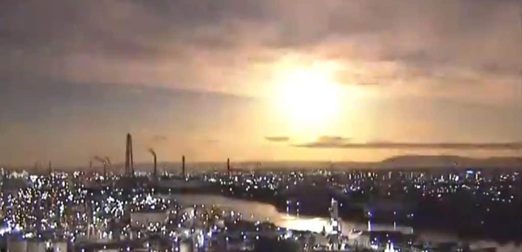 El cielo de Japón se iluminó durante la noche con lo que parecía ser una bola de fuego