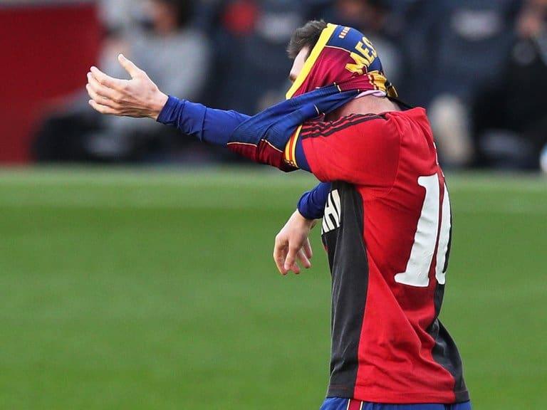 Messi anotó un gol con el Barcelona y homenajeó a Diego Maradona con la mítica camiseta 10 de Newell's