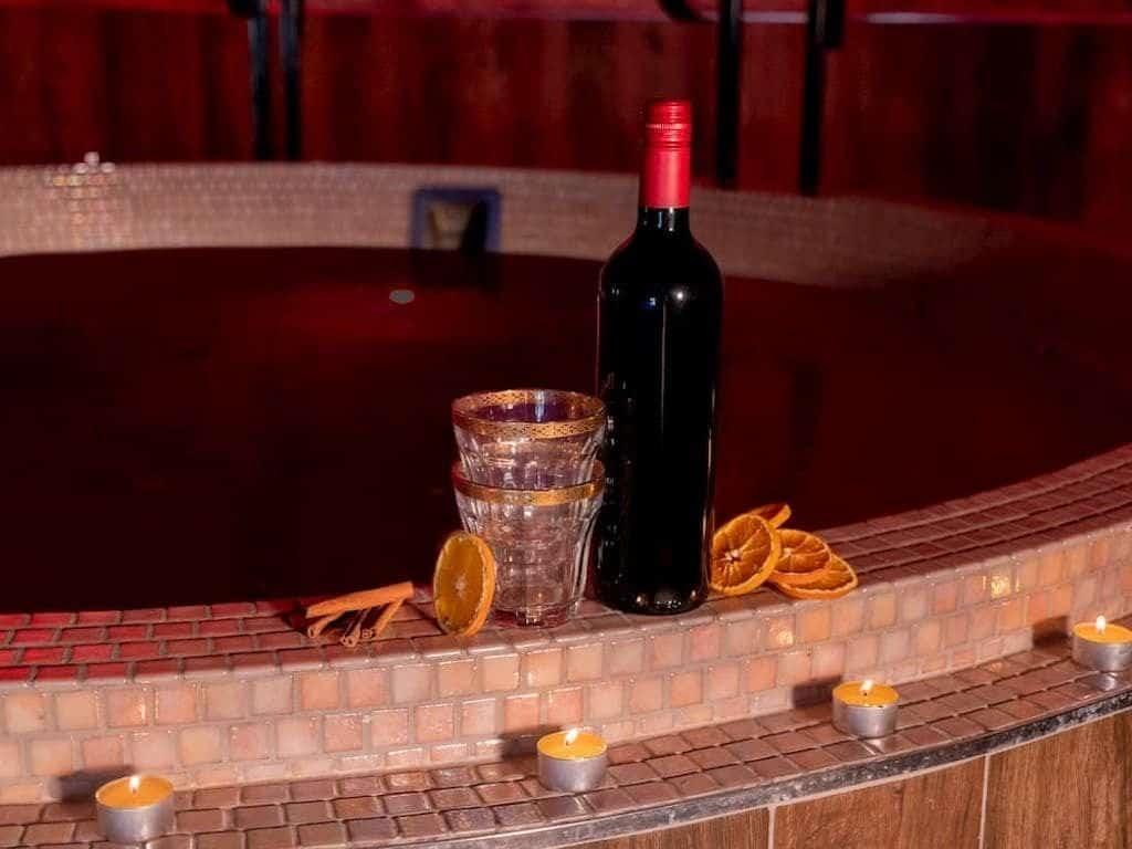 Un spa en Inglaterra estrena el primer jacuzzi con vino caliente del mundo