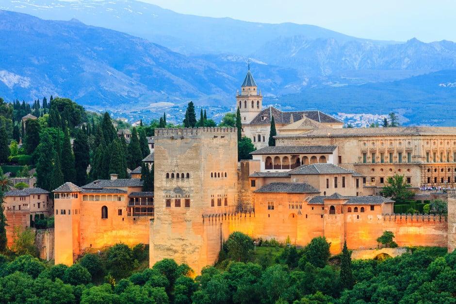 A partir de hoy, la Alhambra de Granada vuelve a poner entradas a la venta para recibir visitantes